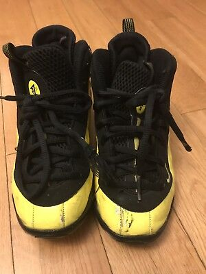 Boys wu tang foamposite size 1Y...Used condition yellow and black