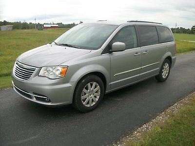 2016 Chrysler Town & Country Touring 2016 chrysler town and country