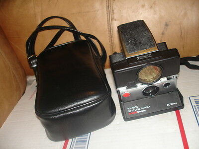 VINTAGE POLAROID SX-70 LAND CAMERA SONAR ONESTEP BC SERIES in case