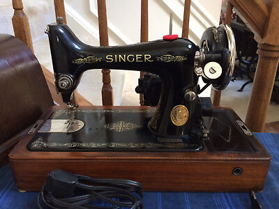 **SERVICED & WORKING Singer 99 Sewing Machine In Wood Case ~ Sews Great!