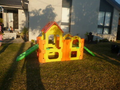 Outdoor play equipment WITH ROOF AND WATER SPRAYER