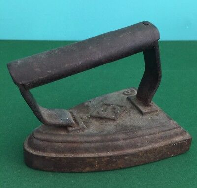 Vintage Antique Cast Iron Smoothing Iron No.6 Size and Weight Used