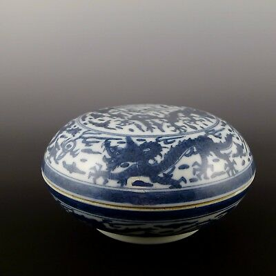 Chinese blue and white holding box 青花龍紋捧盒