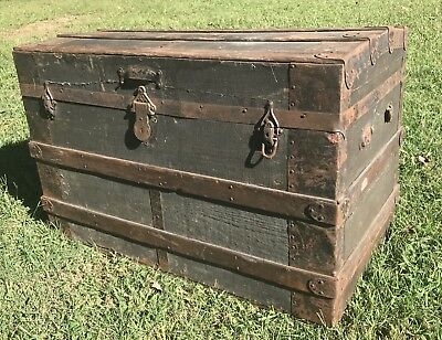 Antique, Vintage Dome Top Tin Steamer Trunk   ( Late 1800s - Early 1900s )