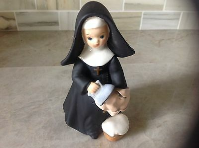 Vintage 1960 Napco Japan Nun figurine CR5279A