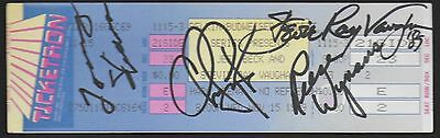 STEVIE RAY VAUGHAN AUTOGRAPH SIGNED (with photo proof)