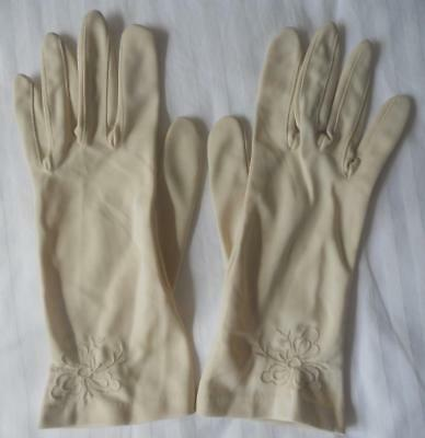 Vintage 1960's Ladies Bone Beige Nylon Gloves Flower Embroidery Trim Size 7