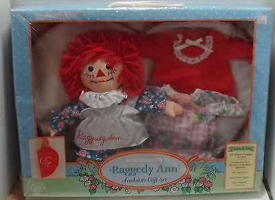 NEW MIB Applause Raggedy Ann Special Edition Fashion Gift Set 7 Items -Dresses