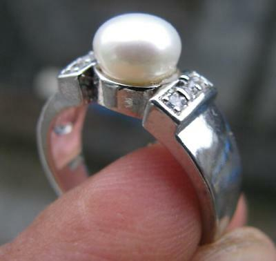A natural white pearl silver woman ring size7.5