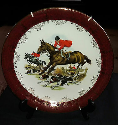 Portland Road Pottery Collector Plate, Hunting Scene. 22kt Gold with Hangar.