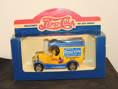 Pepsi Cola 1926 Bull Nose Morris Van in original box Lledo England (12813)