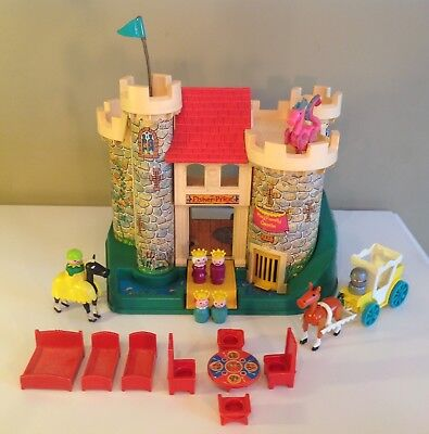 Vtg Fisher Price Little People 1974 Castle #993 100% complete with Dragon