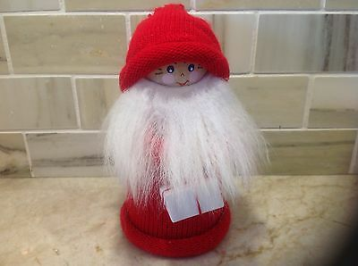 Larssons Tra Christmas Tomte Wood Figurine Holding Present NWT Tranemo Sweden