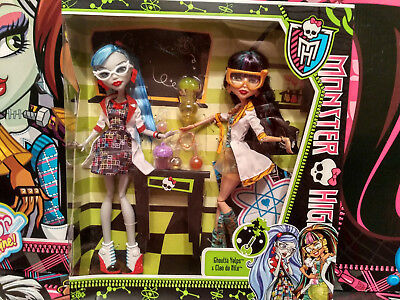 Monster High Mad Science Ghoulia & Cleo Classroom pack