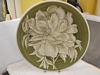 Royal Doulton  Decorative Plate In Green With A Whitish Flower