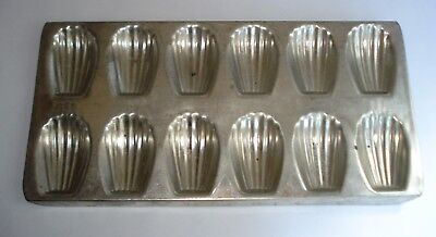 Vintage Madelaine Tin 12 Cup Shell Mould Tray Pan Kitchenalia