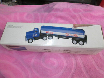 WILCO 1985 TOY GASOLINE TRUCK BANK WITH BOX Working Lights New in box