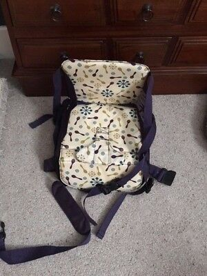 Munchkin toddler portable travel booster seat chair with storage compartment