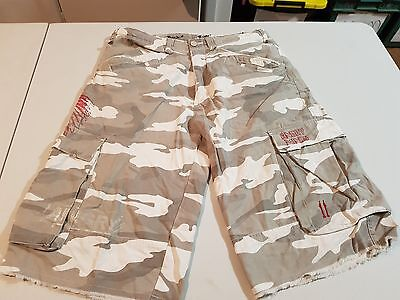 Mens Angryminds Camo Cargo Shorts, Size 30 (Like New)