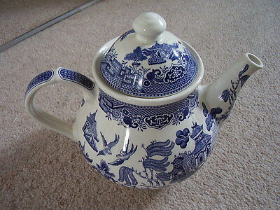 Churchill England porcelain blue and white big tea pot ,Willow