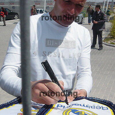 Zidane Real Madrid Genuine Hand Signed Pennant With Photo Proof + Coa