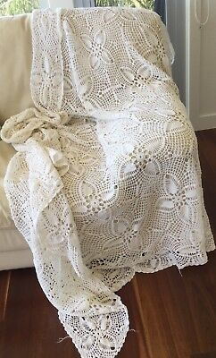 TABLECLOTH - LARGE RECTANGULAR CROCHETED LACE TABLECLOTH - VINTAGE 250 X 200cm