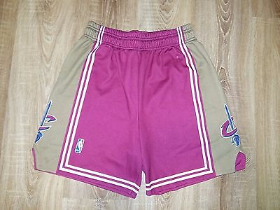 Cleaveland Cavaliers rare vintage red NBA Basketball shorts size M