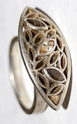 925 Silver LARGE Ring w/stones. Signature from EC (unknown for me)