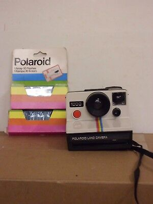 Polaroid 1000 Instant Land Camera (Red Button) + Flash Bulbs