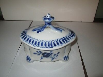Gzhel Blue & White Porcelain Footed Trinket Box With Cover