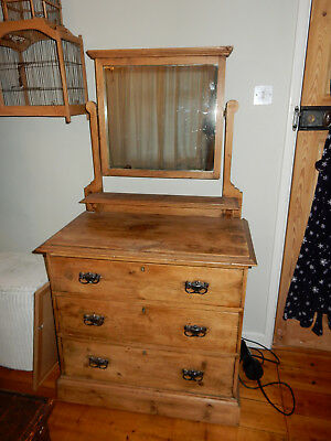 Lovely antique pine chest of drawers with mirror
