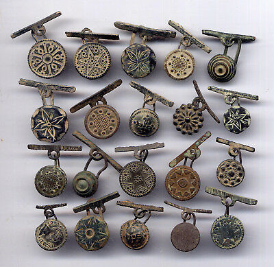 *LORACWIN* Awesome lot 20 ancient bronze cufflinks buttons varied decor, 17th c.