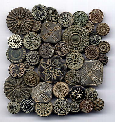 *LORACWIN* Fantastic lot 40 bronze buttons with varied decoration,17th cent.