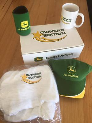 JOHN DEERE Collectable OWNER's EDITION SET - Cap, stubby holder, coffee mug & T
