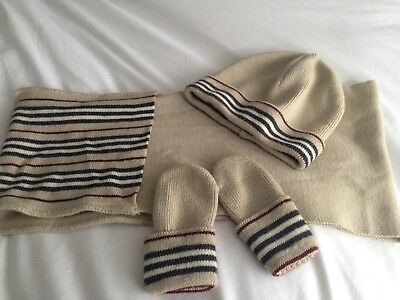 Burberry Hat Scarf And Gloves Set