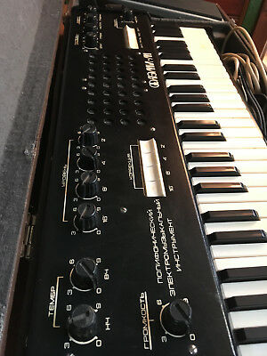 alter Russischer Synthesizer (Polyphon)
