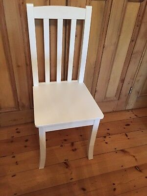 White Aspace Childs Chair in great condition. Barely used. 106cm by 46cm