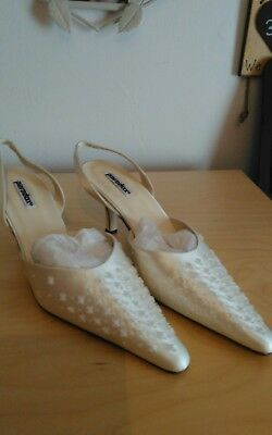 wedding shoes size 6 low heel more like a size 7 used
