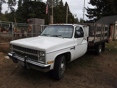 1981 Chevrolet Custom C30 Deluxe  1981 Chevrolet C30 Custom Deluxe Duelly 12ft Flatbed Truck w/Tommy Lift & Winch