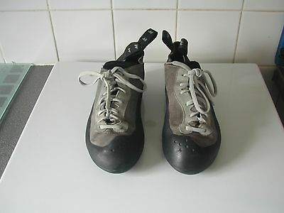 Mens Size 10 Vibram Soled Climbing Boot