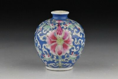 Chinese Qing Dynasty Famille Rose Porcelain Snuff Bottle