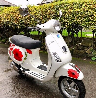 Vespa LX 125 3V ie Scooter  in White  ONLY 255 Miles from new. FANTASTIC BARGAIN