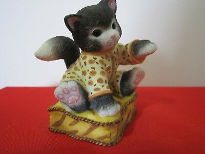 """Vintage Calico Kittens  """"I'VE SPOTTED A COMFY CUSHION"""" 2002 P. Hillman #104081"""