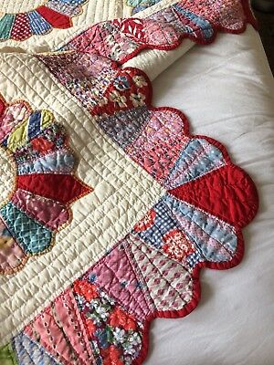 ANTIQUE vtg quilt DRESDEN PLATE old FEEDSACK heavily hand quilted appliqué