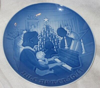 Vintage Bing and Grondahl Blue and White Porcelain Plate 1971 Christmmas Plate