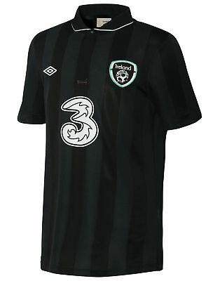 Republic of Ireland 2013/14 away jersey - Umbro. Size: L (44)