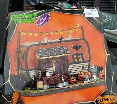 Lemax Spooky Town ~ Halloween Creepy Camper ~ 2017 ~ new LIGHTED