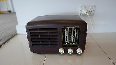 Bakerlite Radio 1950s in Working Condition