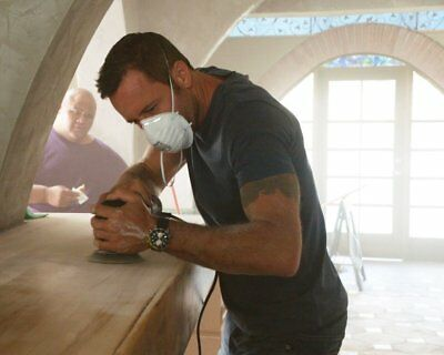 ALEX OLOUGHLIN O'LOUGHLIN Your Knife My Back 8X10 8 X 10 PHOTO YDB 01