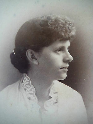 Cabinet Card / Anonymous / Woman with Lace Collar